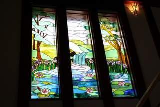 蔵の家のステンドグラスパネル